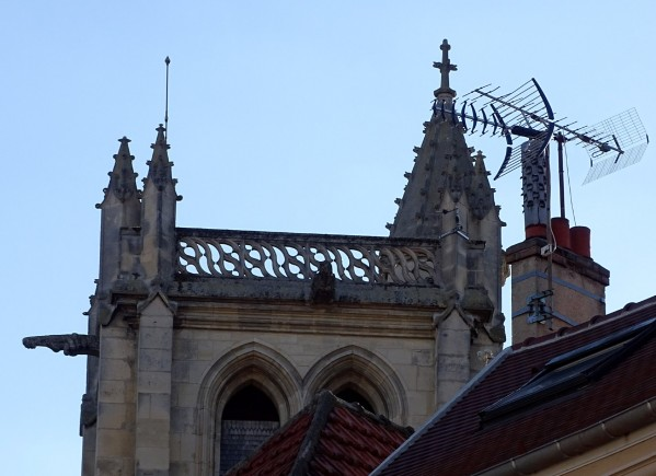 Catedrala, paratrasnet si antena